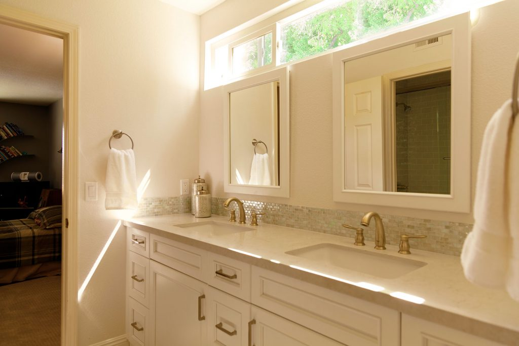beyond the master bath: a traditional look for a guest and jack
